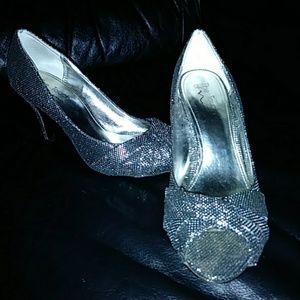Nina Silver Peep Toe Pumps/Heels/Stilletoes sz8